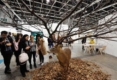 超现实主义雕塑亮相香港巴塞尔国际艺术展
