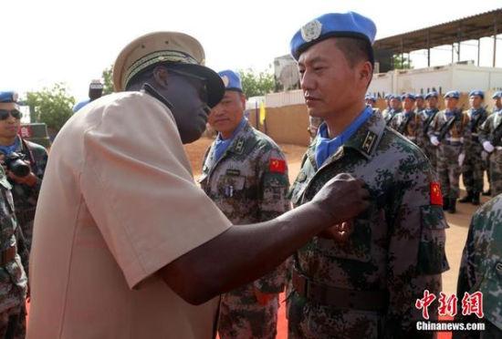 中国赴马里维和官兵获联合国和平荣誉勋章