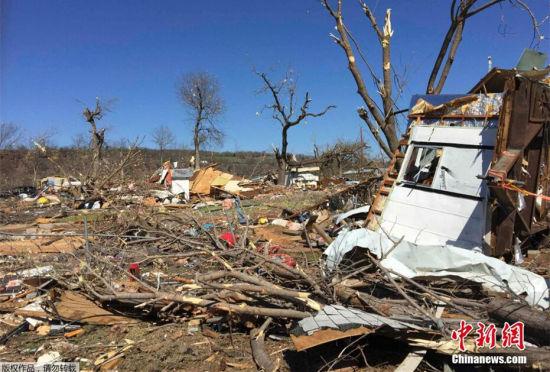 美国中南部俄克拉何马州遭龙卷风袭击