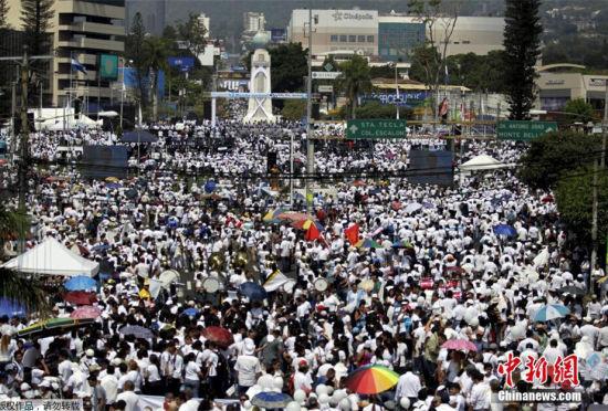 萨尔瓦多数众参加和平集会街头变白色海洋