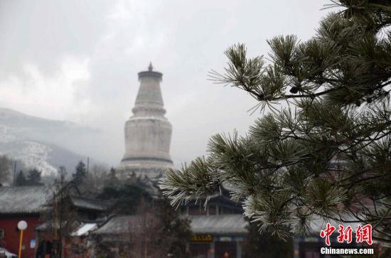 山西五台山风景名胜区出现罕见雨凇奇景