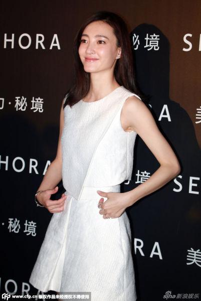 王丽坤现身某护肤品牌站台
