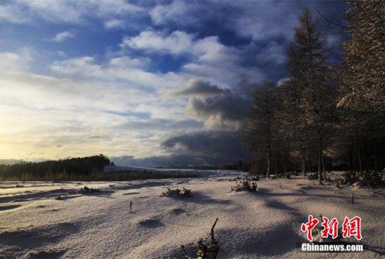 新疆哈密沿天山一带雪后天山美如画