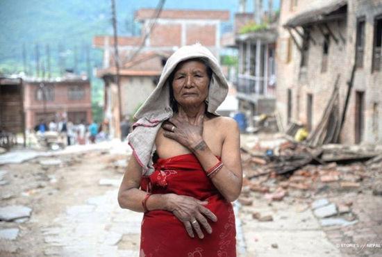 摄影师用镜头记录尼泊尔震后伤痛