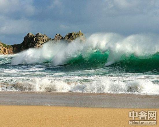 探索海洋魅力 盘点全球十大最美冲浪胜地