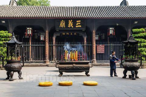成都武侯祠位于成都市南,占地15万平方米,分为三国历史遗迹区,三国
