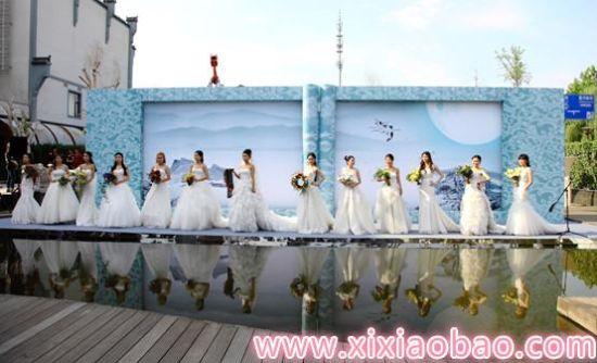 """湛江 生活 正文    婚礼秀充分结合的海公馆酒店的特点,以""""在水一方"""""""
