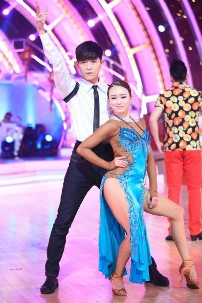 敖犬参加内地舞蹈节目《与星共舞》获得季军,因此而在内地人气极速上升