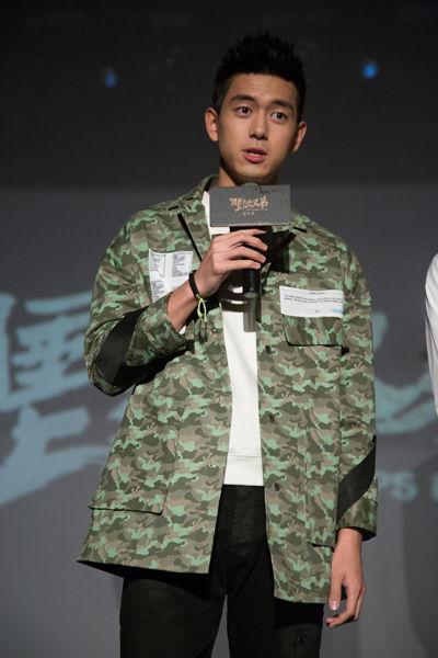 李现饰演肌肉男谢训