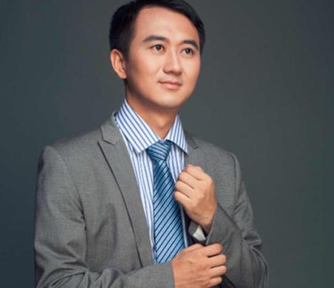 智能穿戴行业协会名誉会长杜华江
