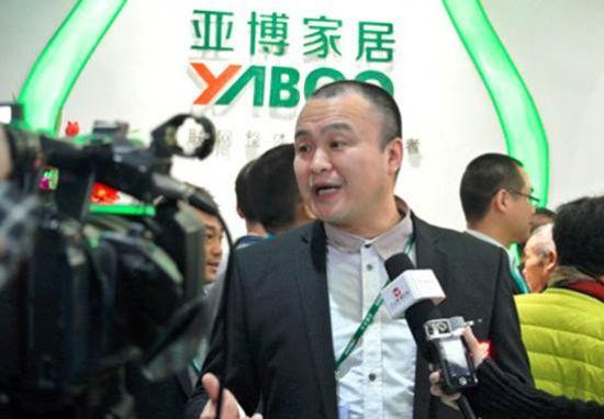 亚博家居总经理张小波接受媒体团采访