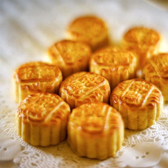 中秋应节必备 经典酥皮奶黄月饼令人心醉