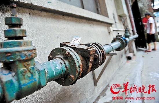 老化生锈的管道有可能造成水污染 羊城晚报记者宋金峪摄