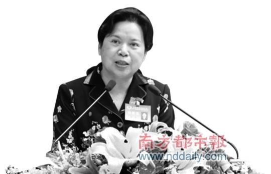 今年1月3日,南山 区 政 协 四 届 一 次会议开幕大会上,温玲作工作报告。