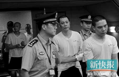 昨日,吴生有等犯罪团伙成员出庭受审。新快报记者王飞/摄
