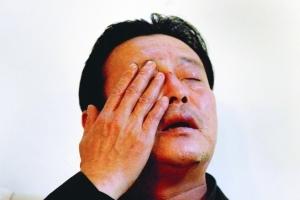 昨日,在南方医科大学附属三院,赵大伯说到自己被打时的情况,很是伤心。