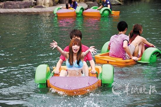 """暑假到白水寨""""扒""""艇仔亲近黄鸭家族,戏水多乐趣!"""