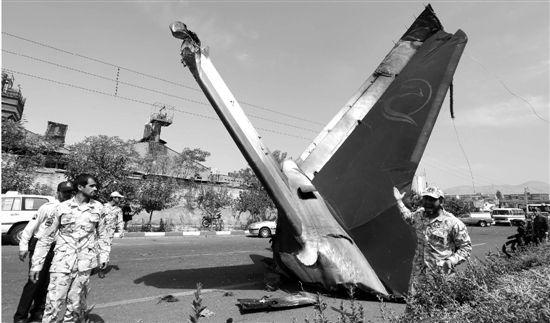飞机坠毁原因或为引擎故障.