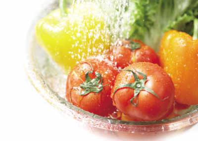 盐水会破坏菜叶的细胞膜
