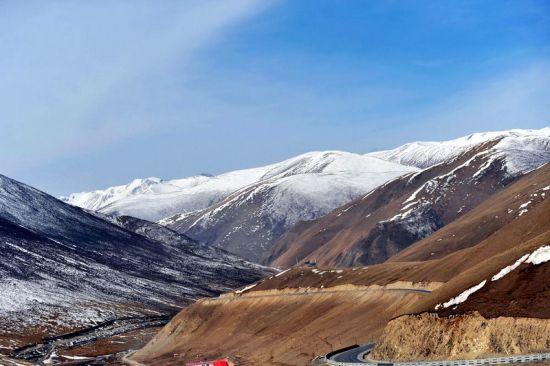 青海玉树雪山