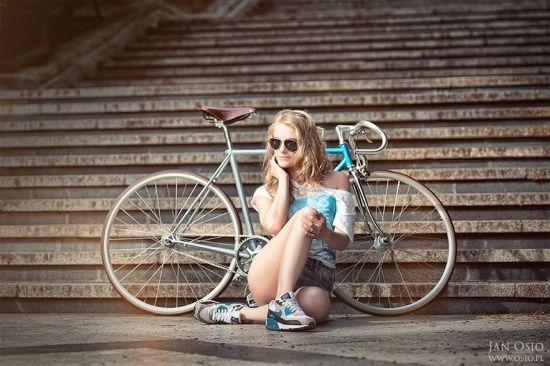 人像摄影:性感美女的复古单车假期