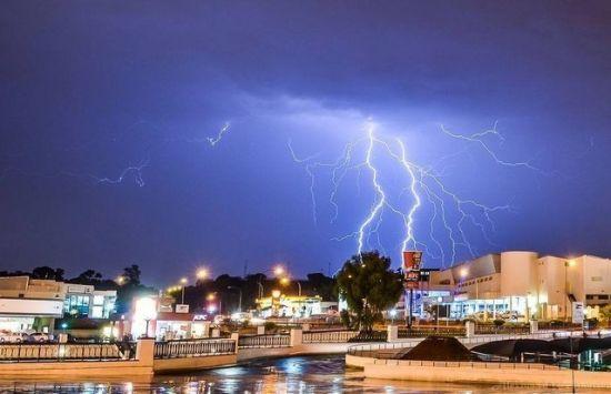 记录大自然的奇迹慢速快门下的电闪雷鸣