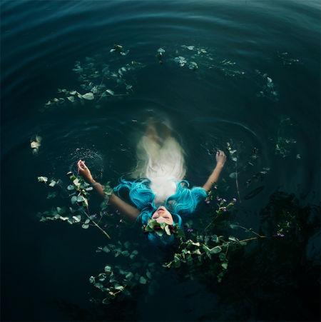 花海中的精灵:梦幻唯美的人像摄影
