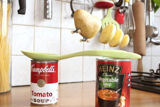 趣味创意摄影:会玩滑板的水果蔬菜