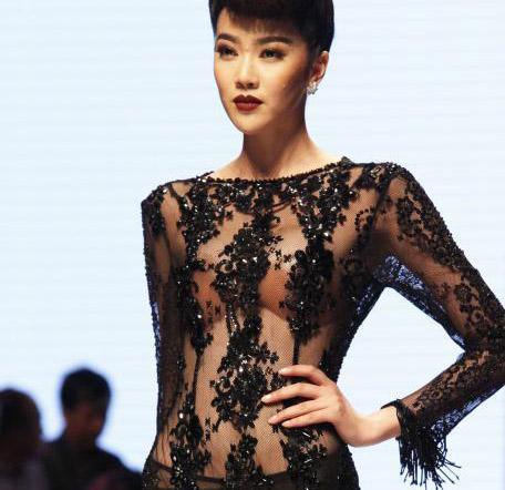 中国职业模特大赛 性感美女透视装走秀