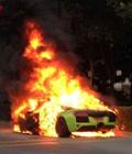 兰博基尼路上突自燃