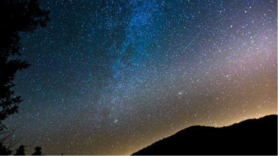 最美的星空 流星雨绽放的夜晚图片
