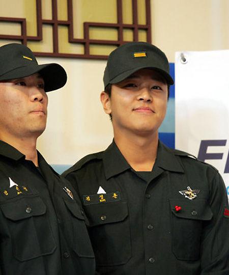 韩国男星服役军营生活照——金正勋