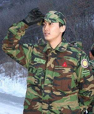 韩国男星服役军营生活照——宋承宪