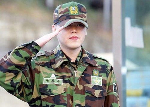 韩国男星服役军营生活照——前h.o.t成员文熙俊