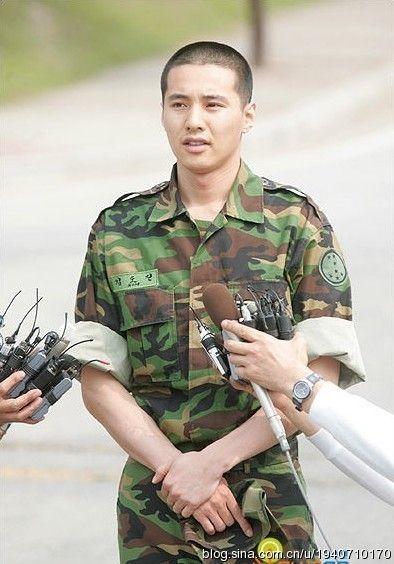韩国男星服役军营生活照——元彬