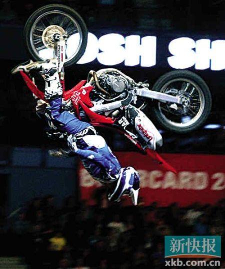 花式越野摩托车来穗 今晚去看点刺激的?