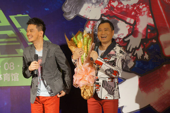 黄耀明、刘以达笑得很开心