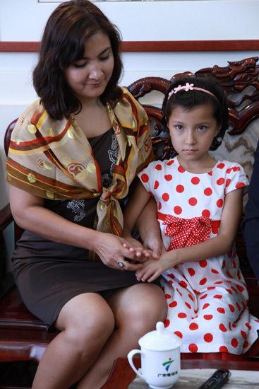 阿迪力妻子和小女儿
