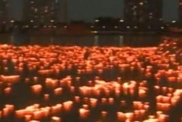 实拍吉林万盏河灯同时施放破世界纪录