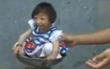 湖南现世界最矮袖珍女孩 3岁仅54厘米高