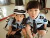 萌娃穿警服扮警察